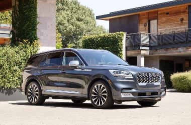 2020_Lincoln Aviator_front_right